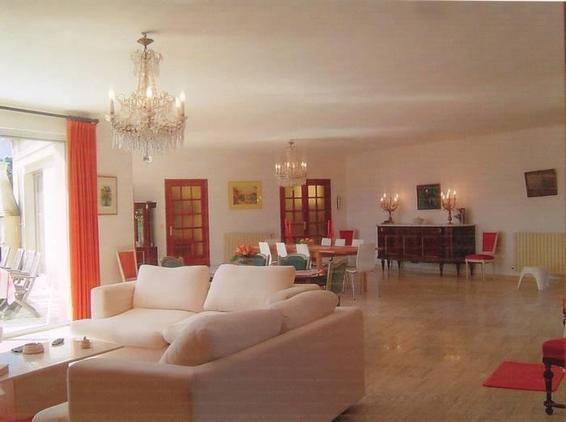 salon de 100 m² de la villa Chiosella